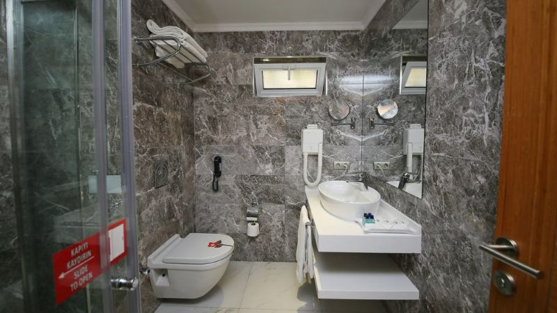 delta-by-marriot-bodrum-bjvde-bathroom-0008-hor-wide
