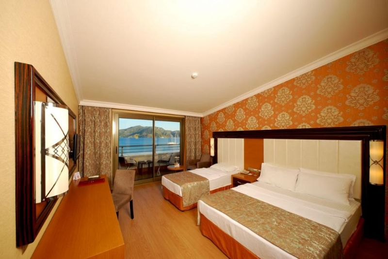 golden-rock-marmaris-116858086